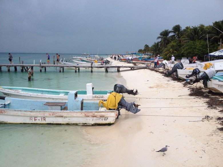 båtar på stranden
