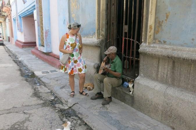 gyllintours spelar med gatumusikant