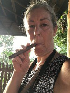 Gyllintours röker cigarr