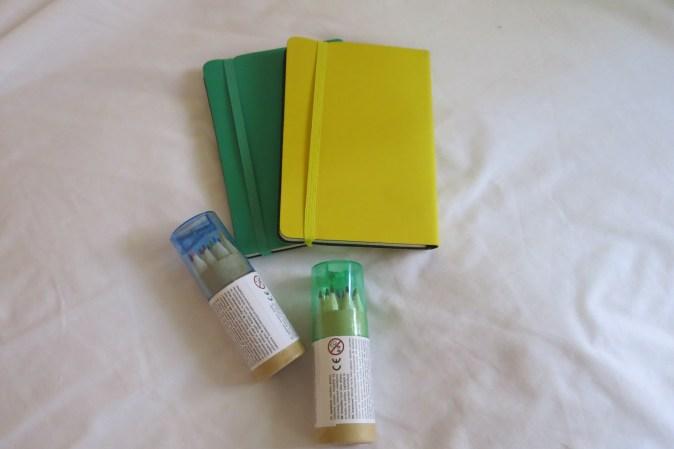 block och färgpennor