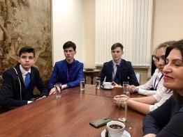 Посол впервые принимает у себя школьников