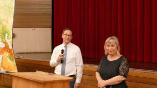 Herr Tonn und Frau Klepo bei der abschließenden Diskussion