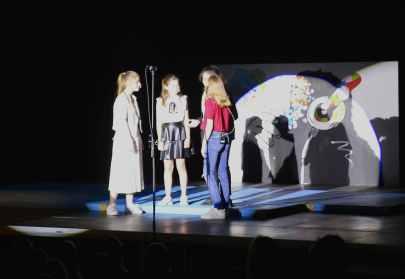 03 Zwischentheater mit Schattenwurf