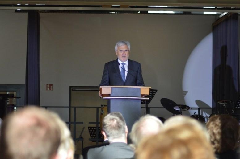 Herr Ministerialdirigent Adolf Präbst vom Staatsministerium für Unterricht und Kultus hält sein Grußwort