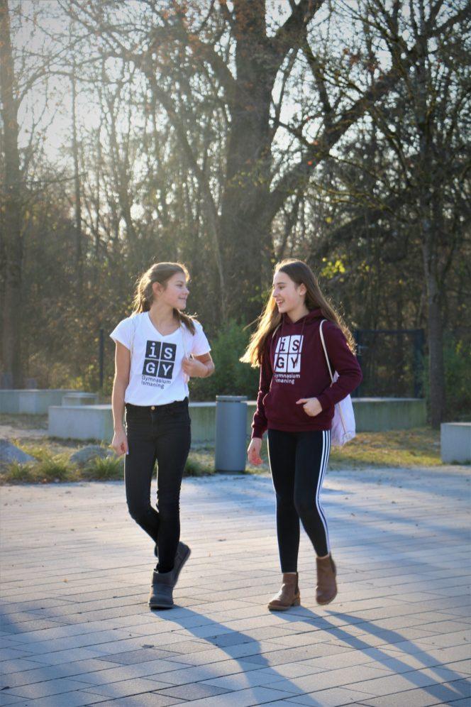 T-Shirt weiß _ Kapuzenpulli burgundy 2