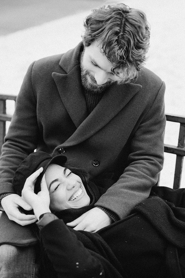 Κι η πιο δυναμική γυναίκα, έχει ανάγκη έναν άντρα να την κάνει να νιώθει ασφαλής στα χέρια του…