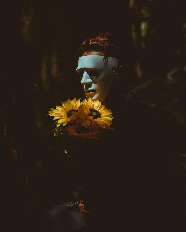 Βγάλε την μάσκα ν' αναπνεύσεις!