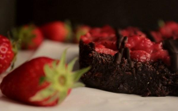 Υγιεινά Brownies με φράουλα, χωρίς ψήσιμο