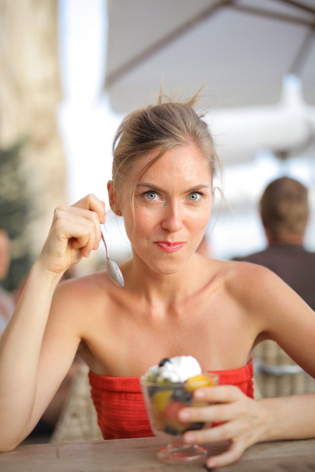 4 tips για να μειώσεις τις θερμίδες, χωρίς να τρως λιγότερο!