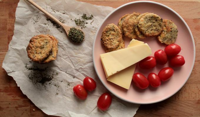 Σπιτικά κρακεράκια με τυρί