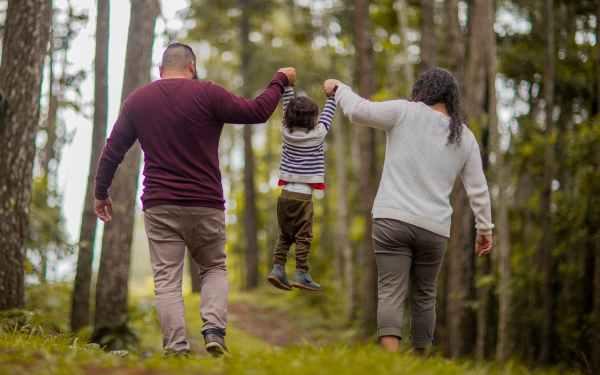 Συνεπιμέλεια – Μπορεί ένας νόμος να σε κάνει γονιό;