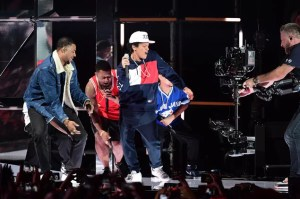 02-bruno-mars-mtv-emas-2016-billboard-1548