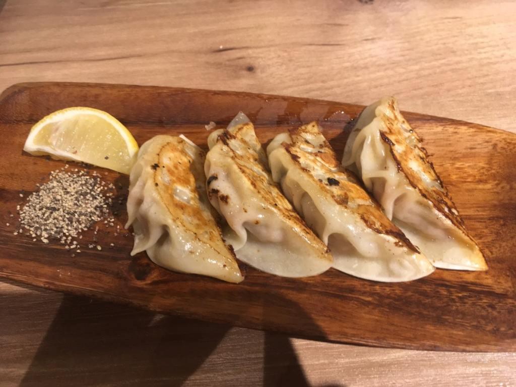 播磨灘産牡蠣がまるごと入った焼き餃子
