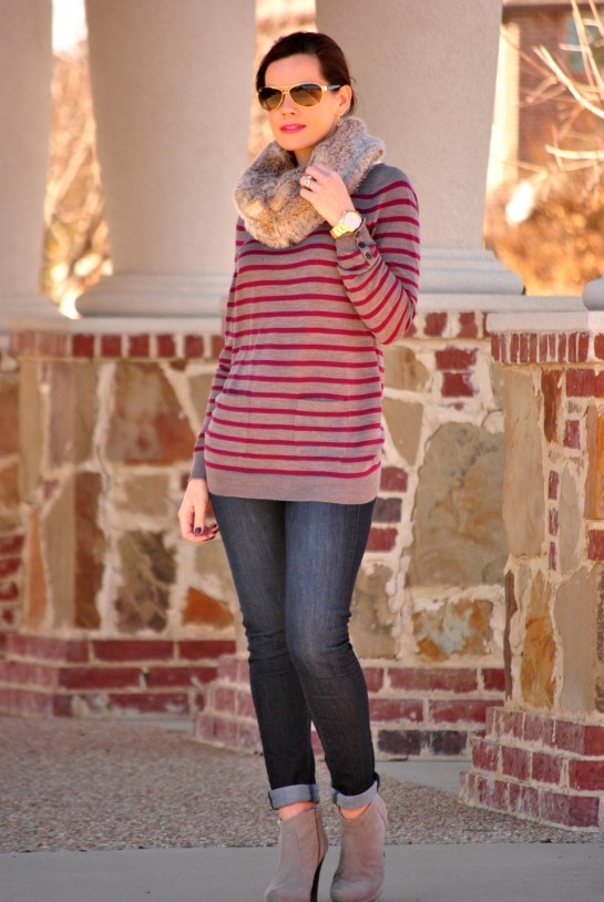 tunic-sweater-skinny-jeans-boots-fur-scarf