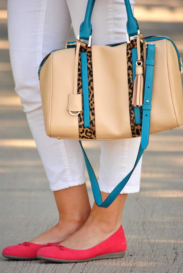 white-jeans-coral-flats-purse