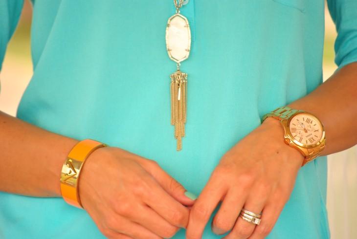 aqua-shirt-accessories