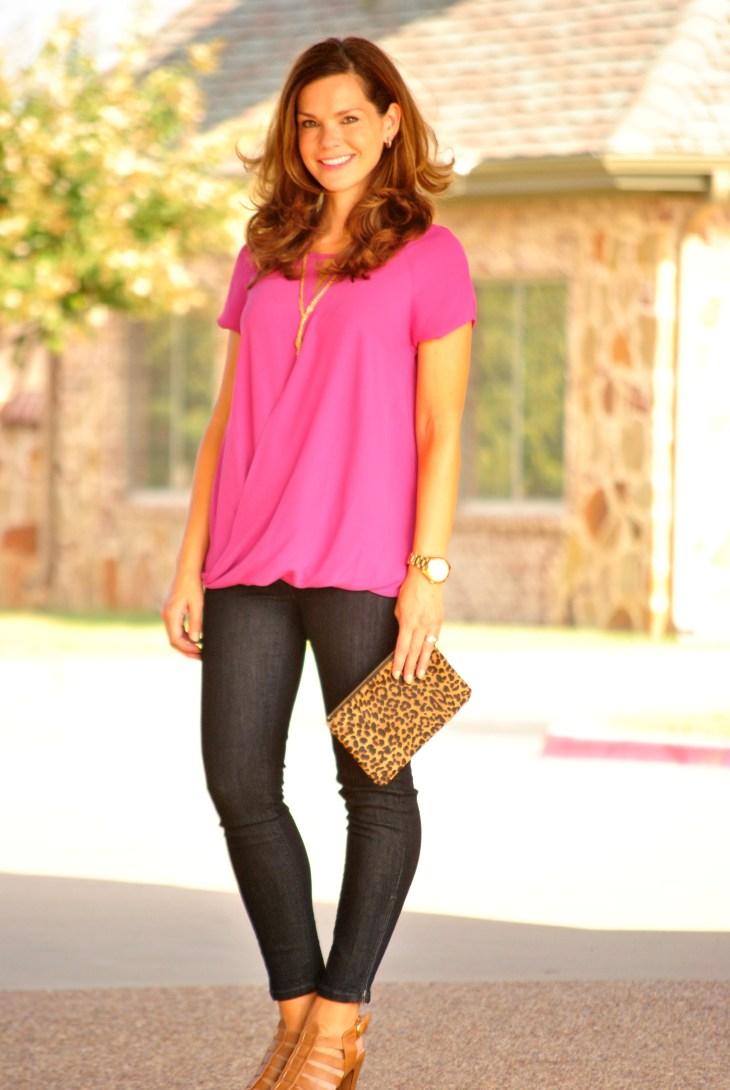 pink-blouse-leopard-clutch-jeans