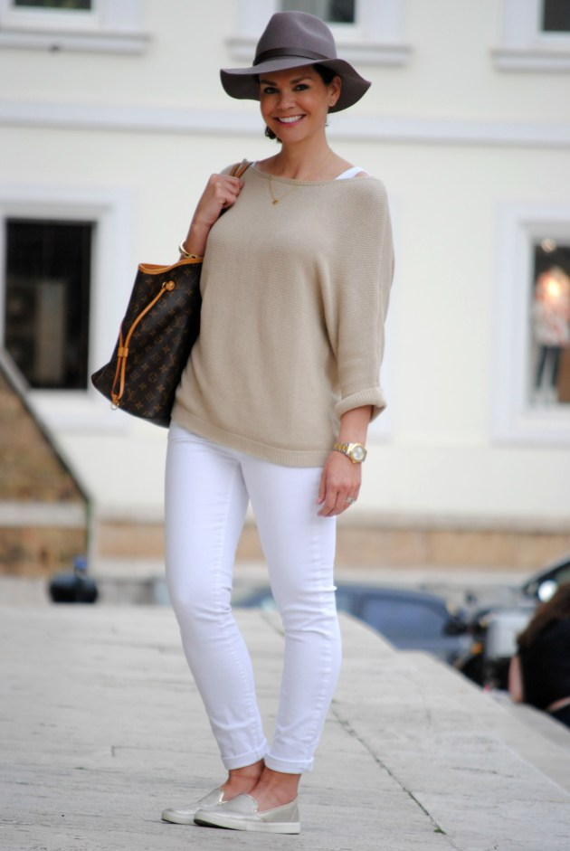 spring-break-italy-white-jeans-outfit