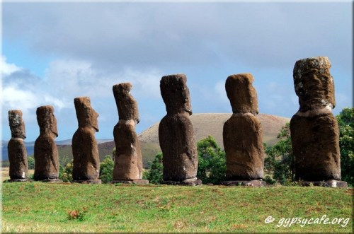 Ahu Akivi - Rapa Nui - Moai Looking over Ancestral Lands