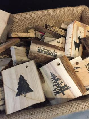 Wooden gift tags