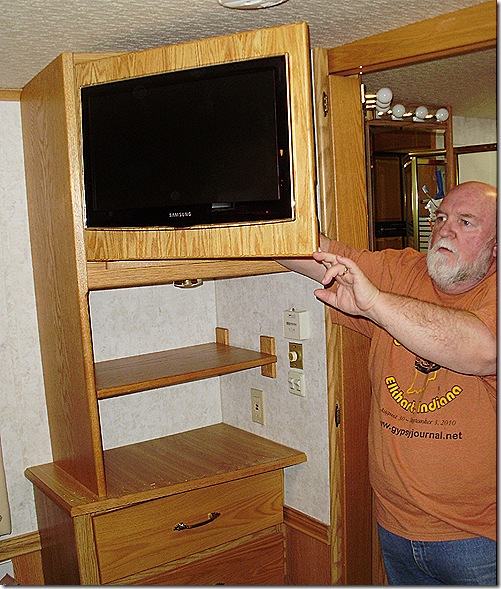 Nick bedroom cabinet door open