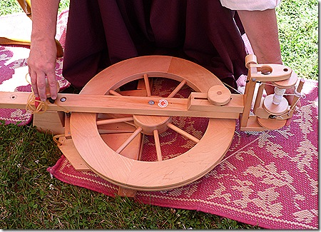 Folding spinning wheel