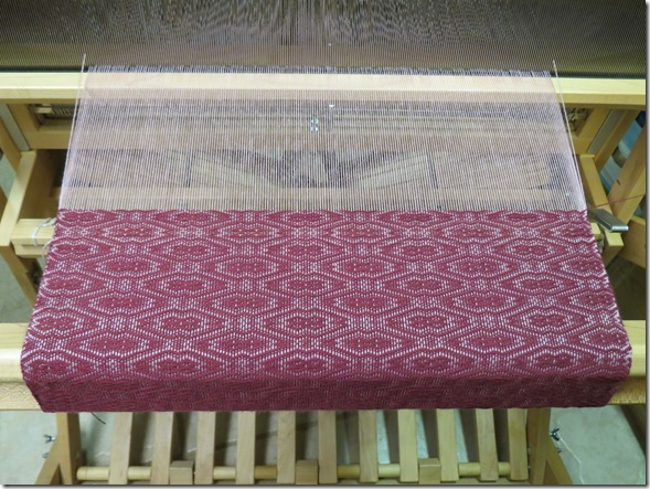 Double diamond pattern loom