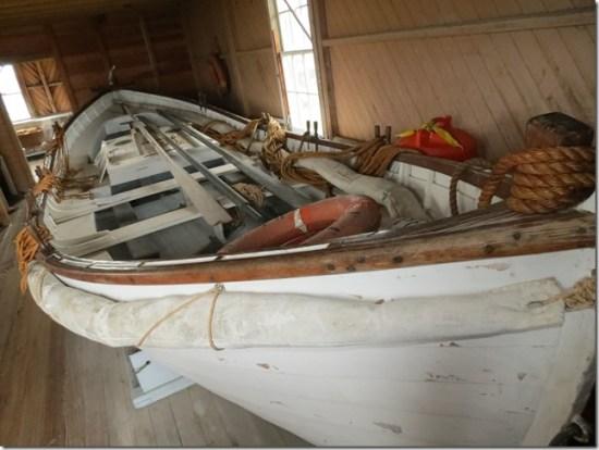 Lifesaving boat