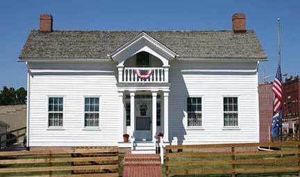 Ernie Pyle home outside 2
