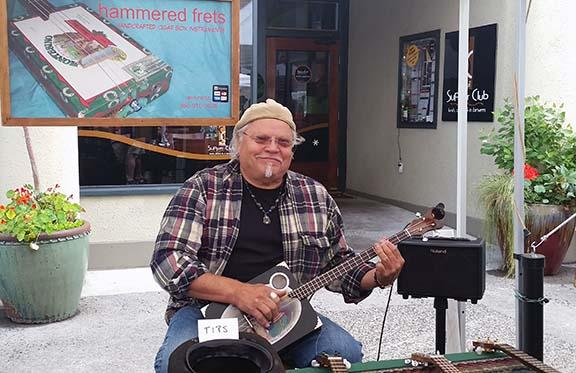 Banjo player small