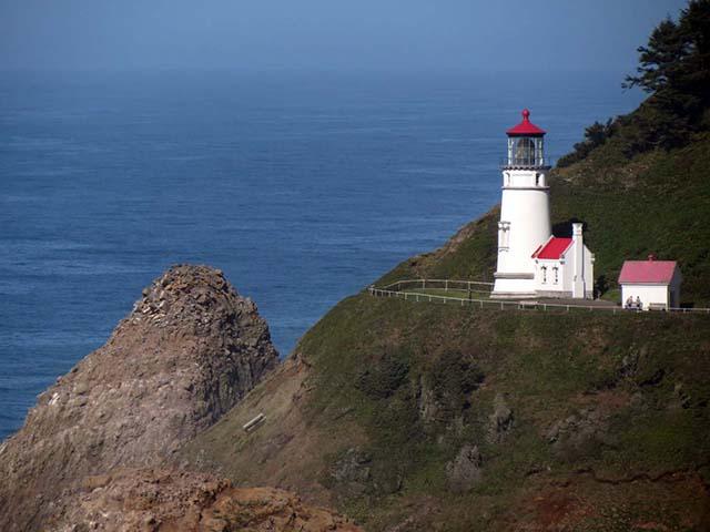 Haceta Head lighthouse 2