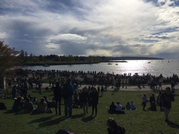 420 crowds on the beach