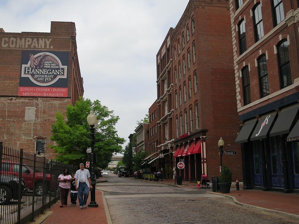 St. Louis Getaway Attractions, Laclede's Landing.