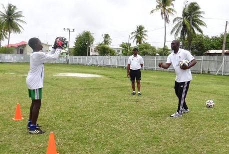 ATC_Goalkeeper Training (Nat. GK Durant guides a participant)