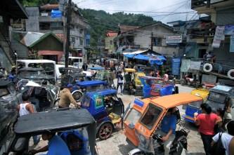 Kasdieninis chaosėlis Banaue pagrindinėje aikštėje.