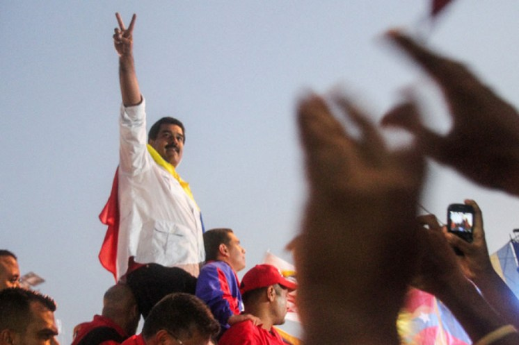 Direita internacional manipula fenômeno migratório para atacar Maduro