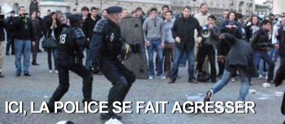 agression de manifestants contre la police