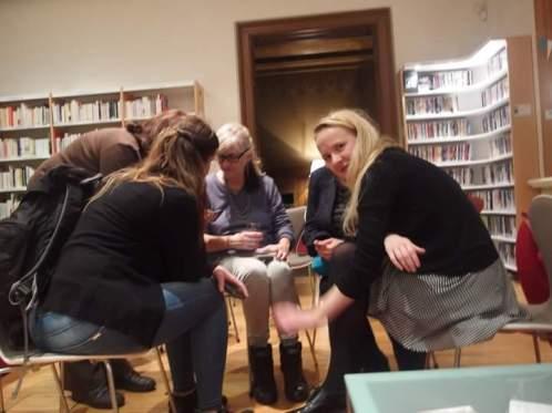 Groupe de jeunes étudiantes lettones.