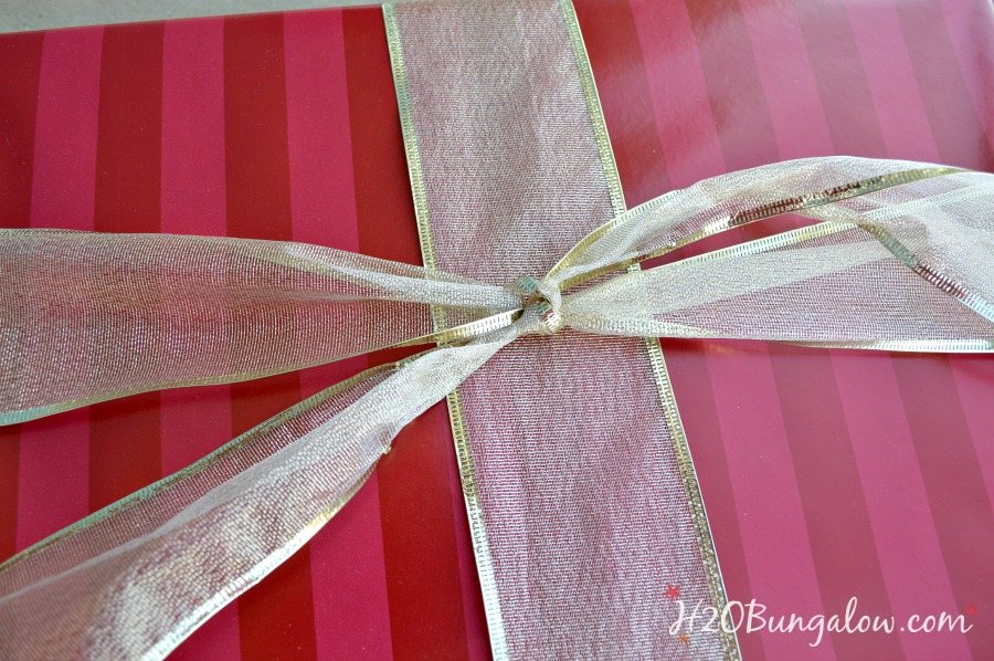 How-to-tie-a-perfect-bow-H2OBungalow