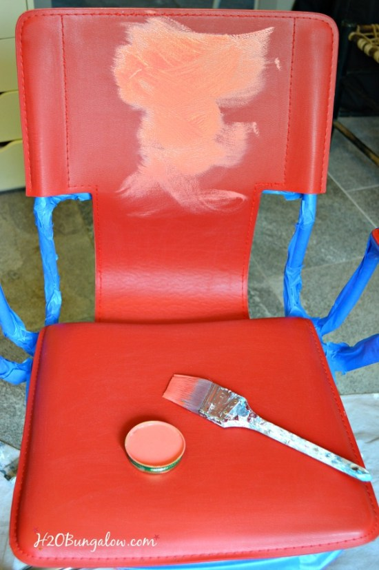 color recipe to blend the perfect shade of coral using Annie Sloan Chalk Paint and a tutorial on painting leather furniture by H2OBungalow #paintedfurniture #chalkpaint