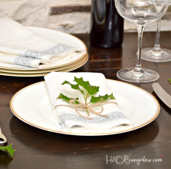 DIY stamped no sew linen napkins tutorial. Easy to make linen napkins are perfect for a casual table or elegant meal using IOD roller stamp and ink products. This is a super gift idea too! H2OBungalow