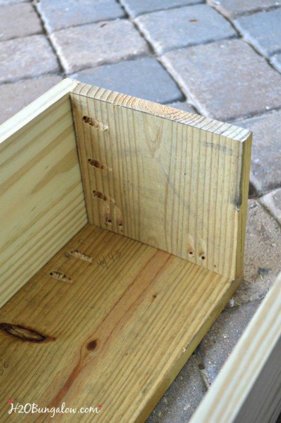 How to build a window box planter tutorial for the new woodworker. Easy to follow building plans. Flower boxes add instant curb appeal to a plain house.