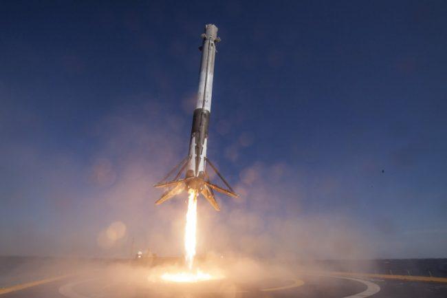 spacex-falcon-9-rocket-landing-on-drone-ship