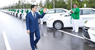 В Туркменистане запретили автомобили черного цвета