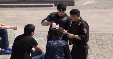 Россия: полицейские будут снимать отпечатки пальцев при проверке документов