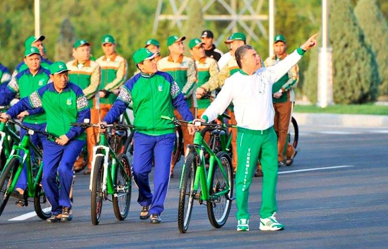 Туркменистан: День ковра и День велосипеда
