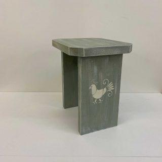 Sgabellino in legno con Pavoncella Sarda