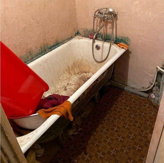 Dehşet evi… Baskına giden polis bile inanamadı! Açlıktan duvar kağıtlarını yemişler