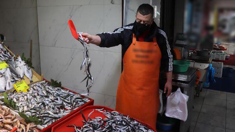 Çanakkale'de kar ve soğuğa rağmen balık tezgahları boş kalmadı