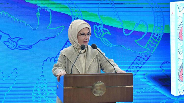 Emine Erdoğan, Otuz Sekiz Dilde Afrika Atasözleri Seçkisi 1 kitabının tanıtım programına katıldı
